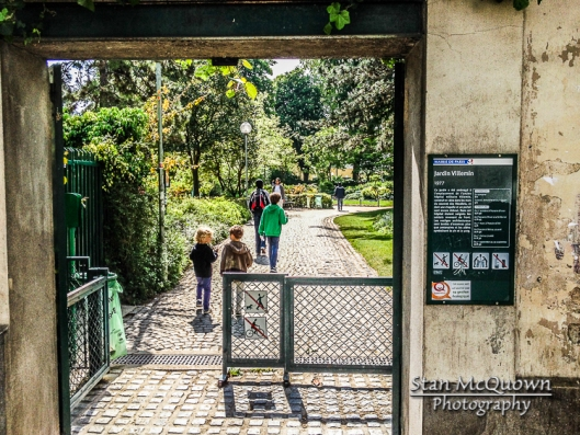Across the street is the Jardin Villemin, a beautiful short cut to get to the Saint-Martin Canal!