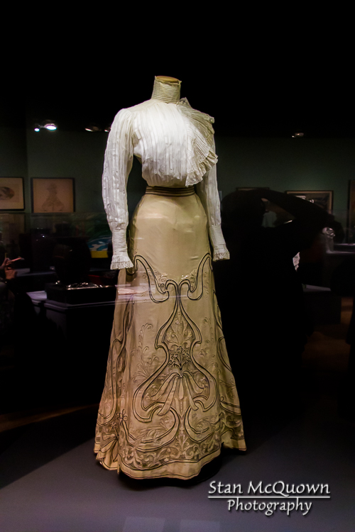 My great-great grandmother would have looked stunning in this dress!
