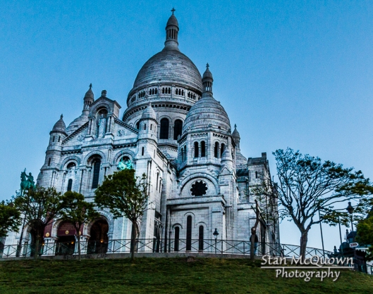 Sacre Coeur waiting for the first sunlight!